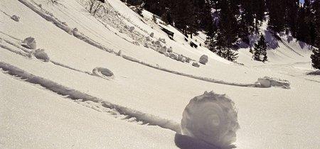 Los rollos de nieve, el raro fenómeno meteorológico que crea esculturas naturales