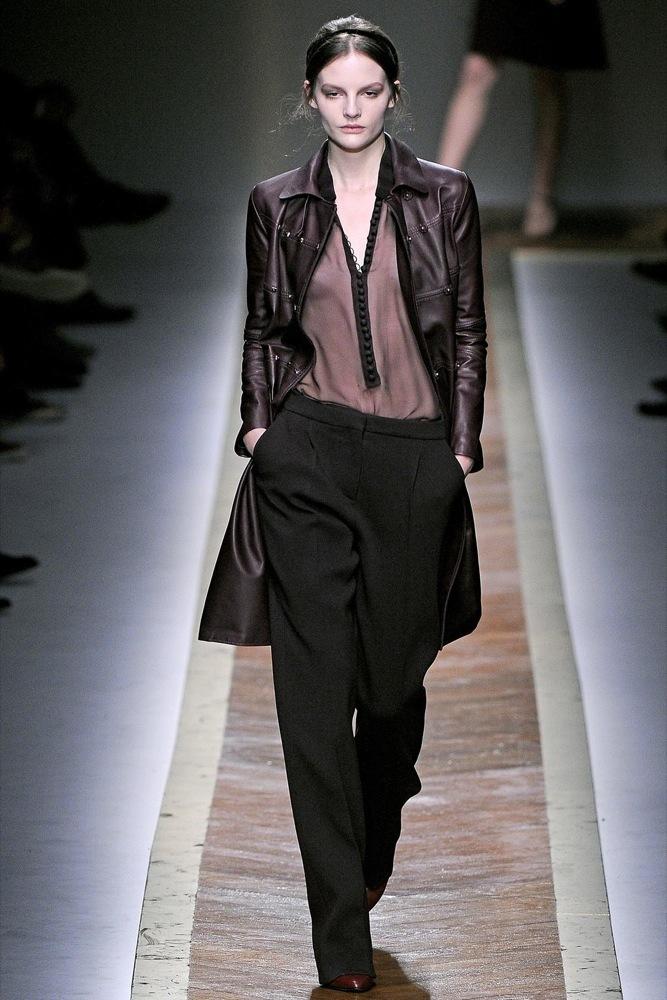 Foto de Valentino Otoño-Invierno 2011/2012 en la Semana de la Moda de París: la moda está triste (18/23)