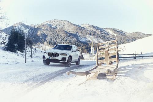 BMW X5 xDrive45e: hasta 87 km de rango en modo eléctrico y mejores consumos que un Prius