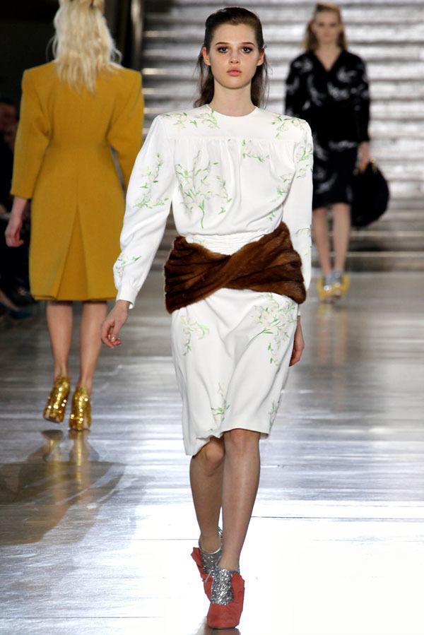 Foto de Miu Miu Otoño-Invierno 2011/2012 en la Semana de la Moda de París: Miuccia Prada al rescate (7/20)
