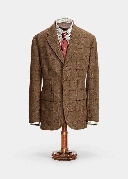 Confeccionada con auténtico Harris Tweed®, tejido a mano en las Islas Hébridas Exteriores (Escocia). Estampado de cuadros clásico. Botones de piel trenzada. Medio forro.
