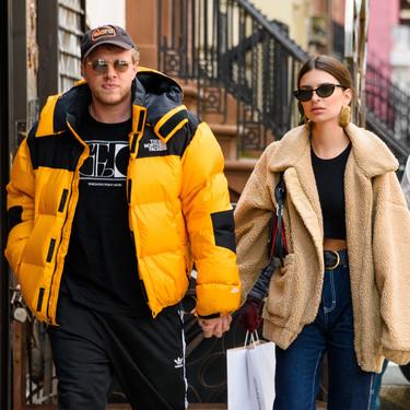 El día que Emily Ratajkowski y Nicky Hilton se pusieron de acuerdo: el abrigo teddy tiene la culpa