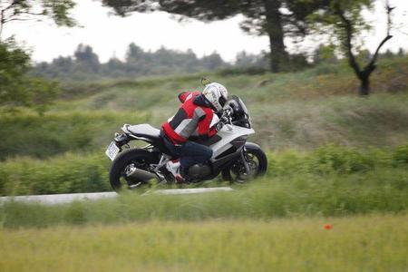 Honda Crossrunner y Miki en acción 4