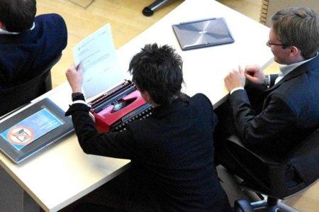 Con la máquina de escribir al Parlamento