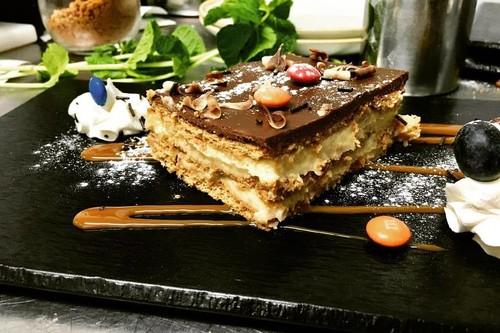 La ruta imprescindible por las mejores tartas de galleta con chocolate de Madrid que nos transportará a nuestra infancia