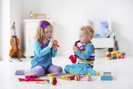 Enseñar a compartir es necesario, pero siempre respetando a tu hijo