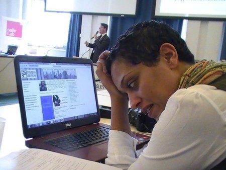 Prohíben salir de país a una bloguera tunecina