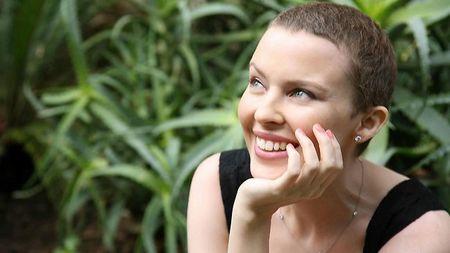 Debate médico: ¿a favor o en contra de que famosas que sufren cáncer abanderen la causa?