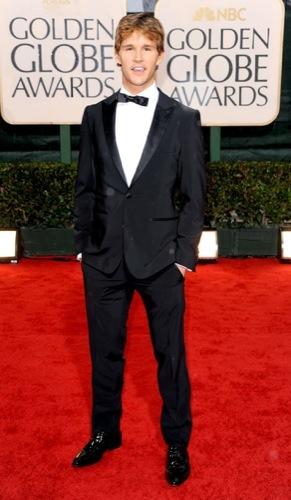 Los famosos mejor vestidos en los Globos de Oro. Ryan Kwaten