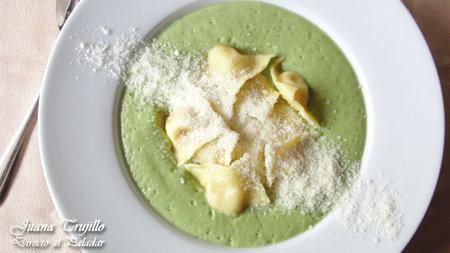Receta de crema de brócoli con raviolis