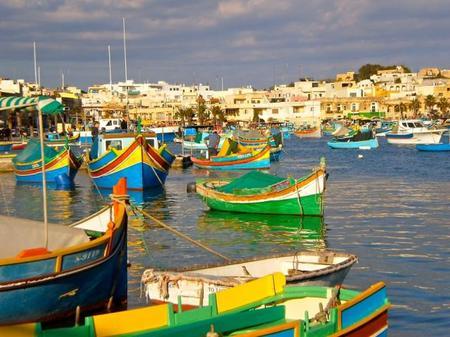 Malta y sus coloridos barcos típicos