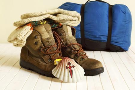 Peregrinos en el camino de Santiago: cómo elegir el mejor calzado