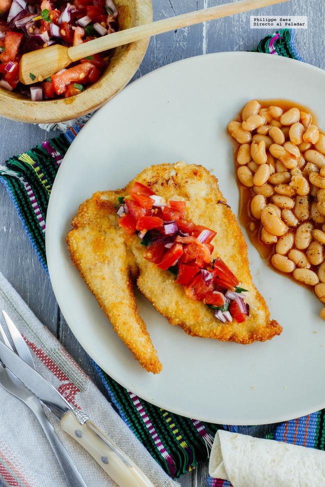 Milanesas de pollo empanizadas y pico de gallo: receta fácil