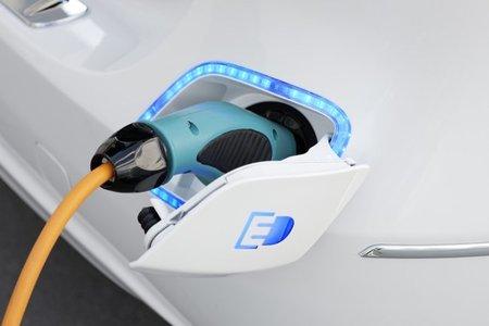 Tarifa supervalle: recargar un vehículo eléctrico es algo más barato. Lo comparamos