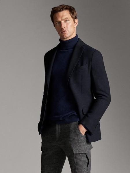 Entre grises y azules, Massimo Duti nos propone el pantalón cargo para el look de despedida del 2019