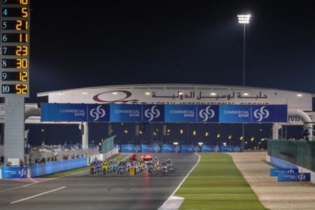 Mike Webb explica la caótica salida de Moto2 del GP de Catar y el funcionamiento del semáforo