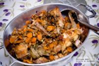 Conejo con zanahorias y champiñones