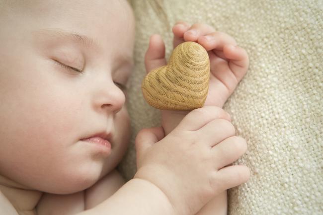 ¿Cuáles son las pulsaciones normales de los bebés y los niños?