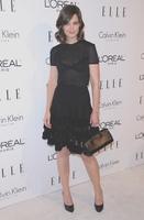 Katie Holmes y su atrevido vestido en su homenaje