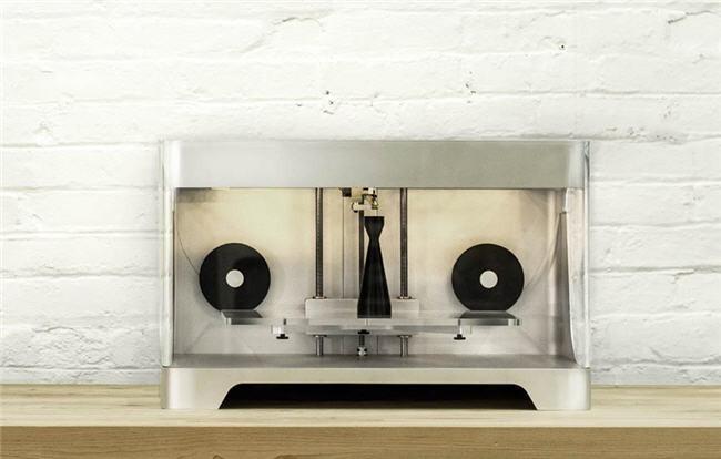 """Mark One, una impresora 3D que utiliza la fibra de carbono como """"tinta"""""""