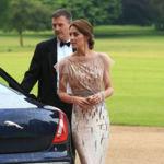 Para asistir a una cena de caridad Kate Middleton recicla el primer vestido de fiesta que lució después de su boda