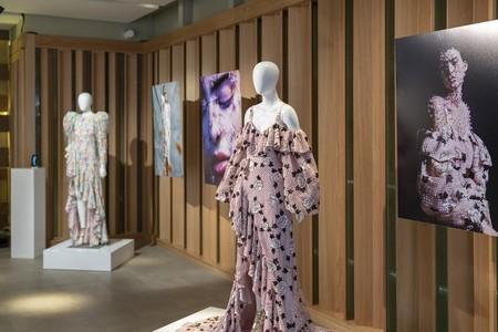 La nueva colección de María Escoté lleva la innovación al extremo con una campaña hecha completamente con un móvil