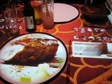 Proyecta la cena sobre la mesa