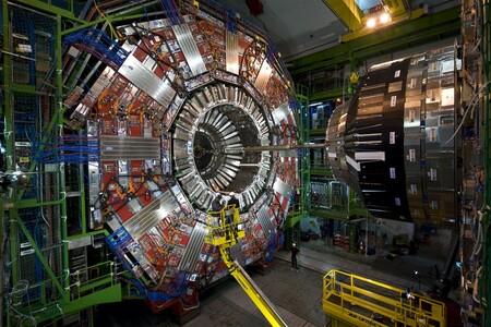 Una de las máquinas más complejas de la Tierra, el detector CMS del CERN, estrena corazón con un propósito: dar un paso hacia delante en la búsqueda de nueva física