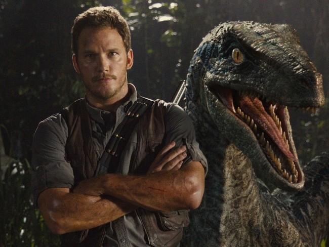 Chris Pratt en una fotografía promocional de Jurassic World