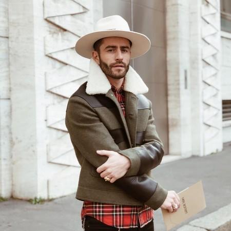 Pelayo Diaz Le Suma Un Toque Boho A La Fashion Week Con Un Accesorio Infalible El Sombrero De Ala Ancha 02