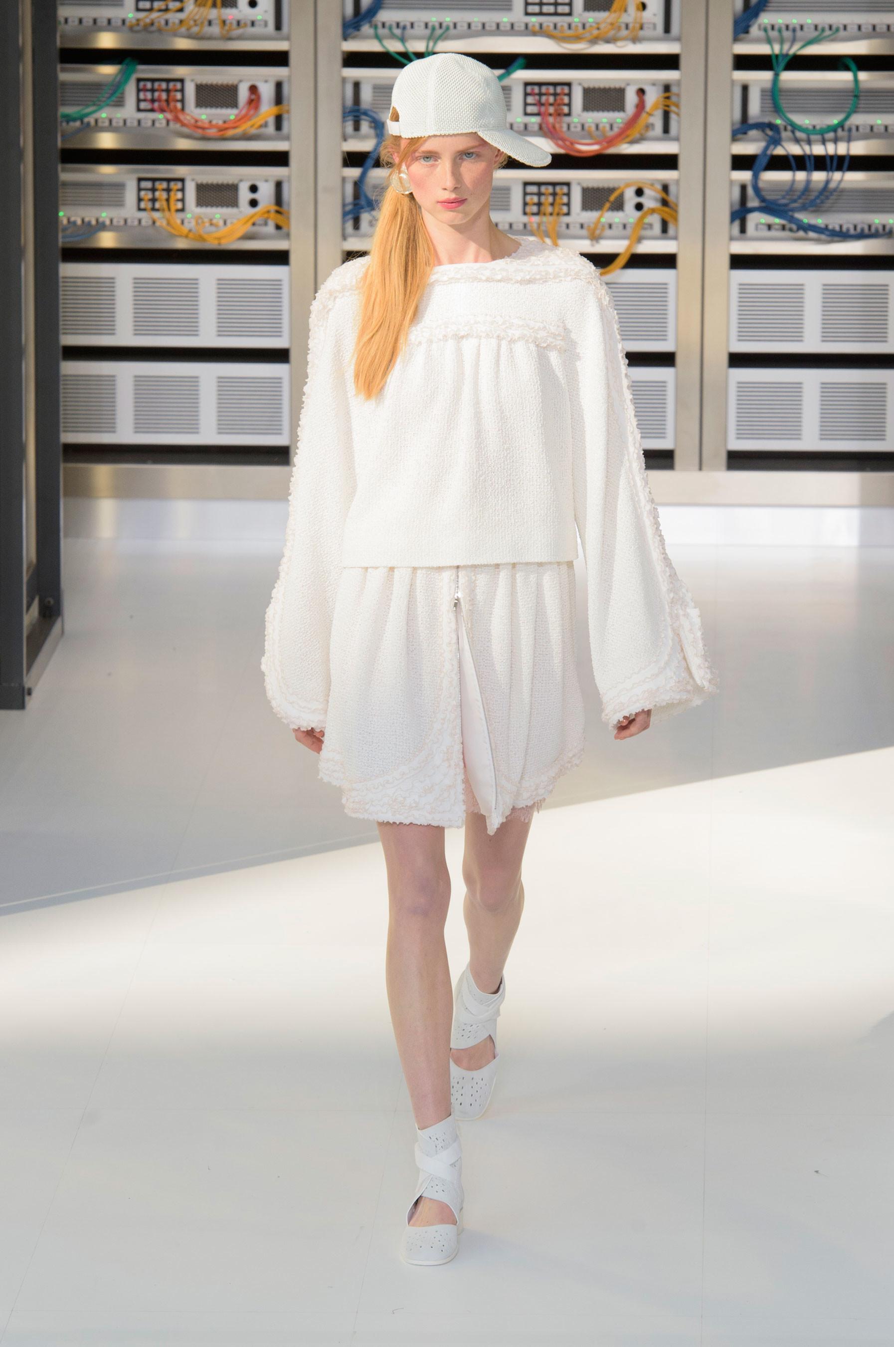 Foto de El regreso al futuro de Chanel en su colección Primavera-Verano 2017 (73/96)