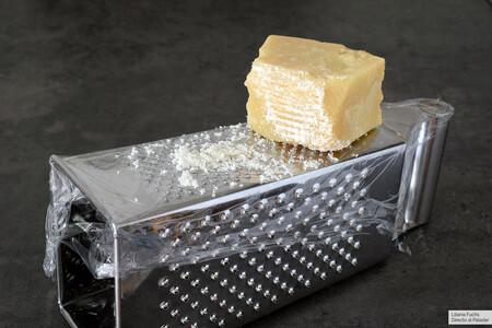 Rallador con queso