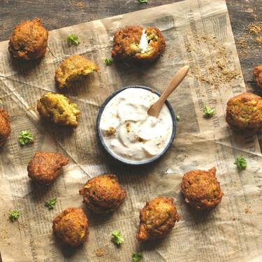 Seis recetas con garbanzo (y con su harina) para un picoteo del finde crujiente, original y saludable