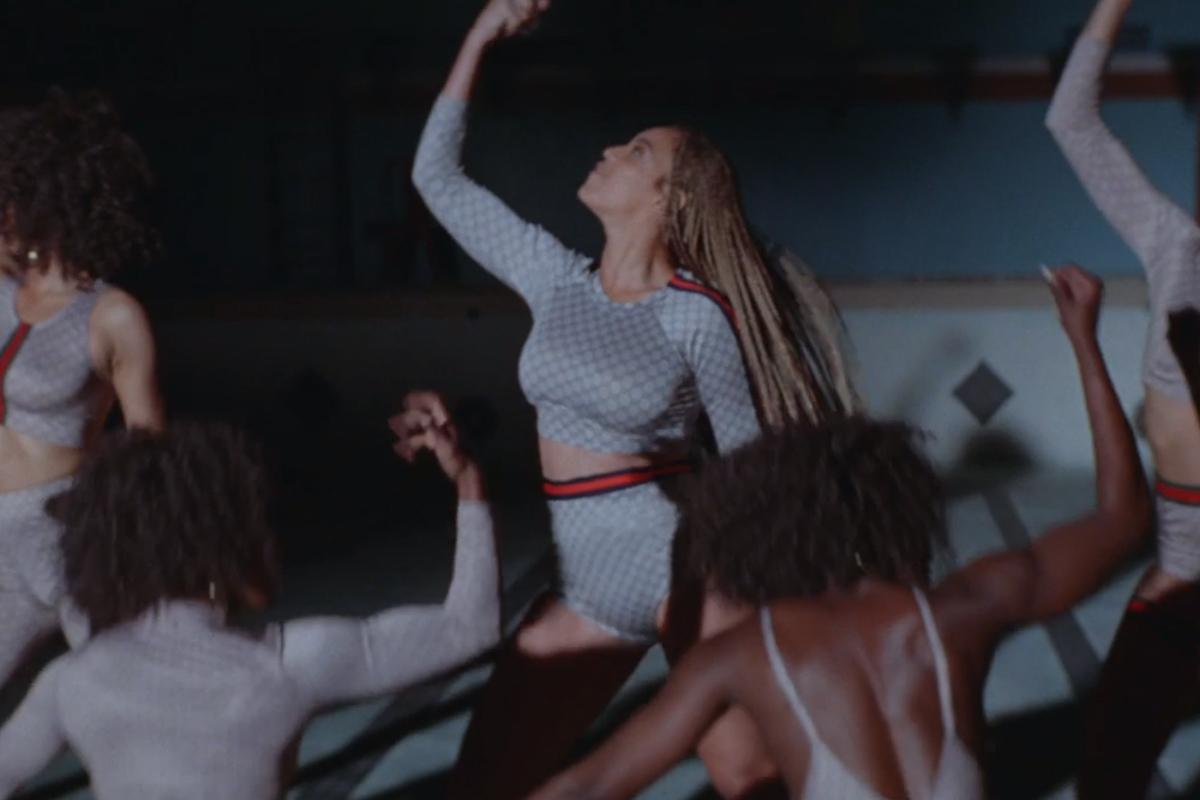 Foto de Vestuario de Beyoncé en Formation (7/21)