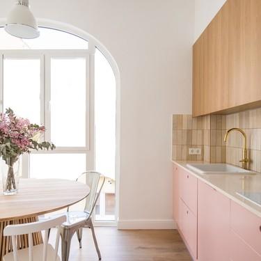 Puertas abiertas: Cómo sacar partido a un piso con solo dos ventanas para que la luz inunde esta casa