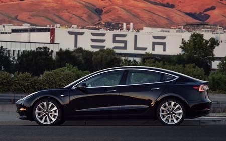 En video: El primer Tesla Model 3 de producción ya es una realidad