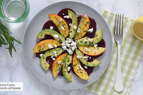 Ensalada de remolacha, aguacate y nectarina: receta fresca saludable