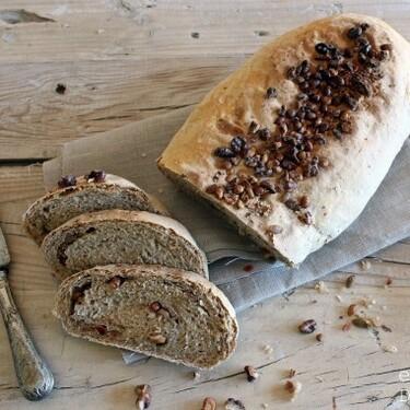 Pan de centeno con nueces y semillas: receta de pan casero nutritivo y saciante