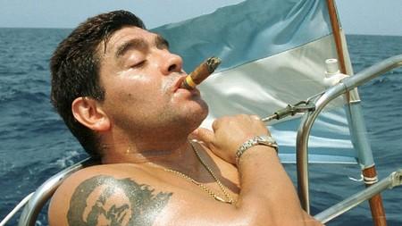 Maradona Fumando