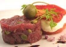 Con carne cruda, platos cargados de sabor