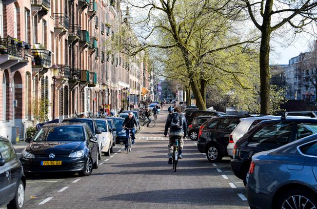 Atasco en el carril bici: Países Bajos no sabe cómo lidiar con la explosión de patinetes y e-bikes