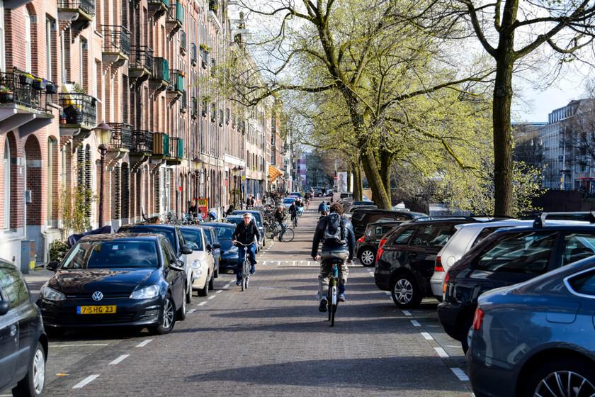 Países Bajos no sabe cómo lidiar con la explosión de patinetes y e-bikes