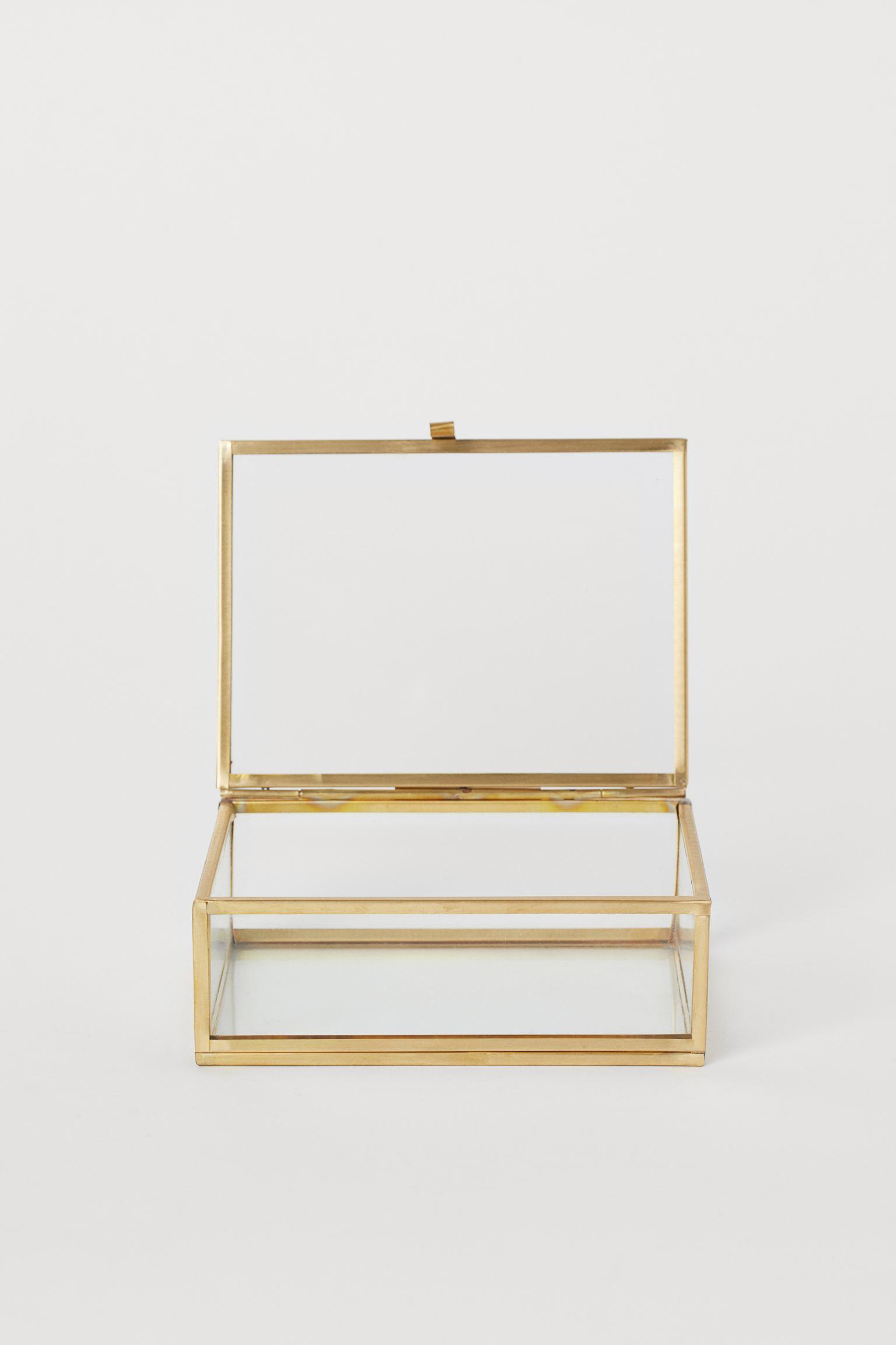 Caja de vidrio con detalles dorados