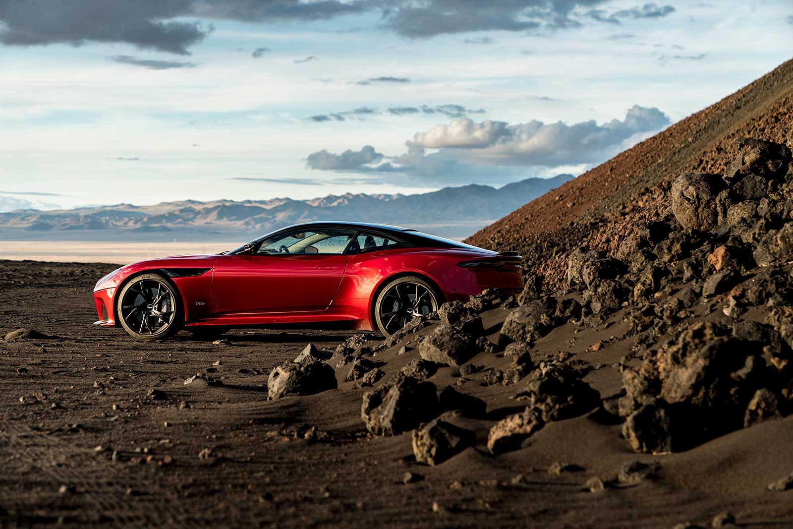 Foto de Aston Martin DBS Superleggera (15/31)