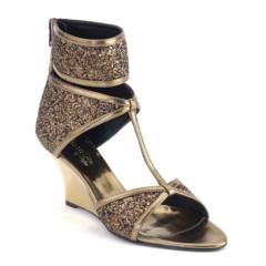 Foto 8 de 13 de la galería los-mejores-complementos-de-la-cibeles-madrid-fashion-week-otono-invierno-20112012 en Trendencias