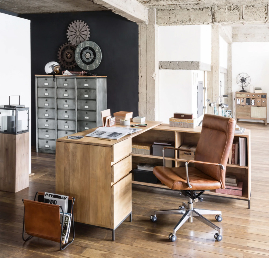 Silla de oficina con ruedas de cuero y metal marrón