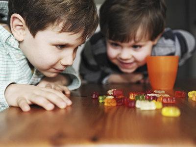 ¿De verdad las chucherías provocan lombrices en los niños?
