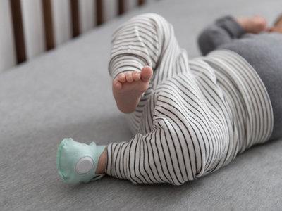 """Muerte súbita: los pediatras no recomiendan el uso de ropa """"inteligente"""" que registra los signos vitales"""
