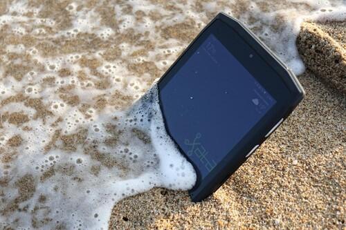El móvil en vacaciones: los mejores accesorios para disfrutar del verano con tu smartphone
