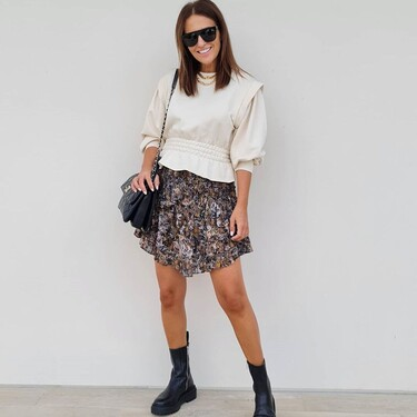 Paula Echevarría luce una de las tendencias del momento. Las sudaderas con hombreras están arrasando: cinco diseños low-cost